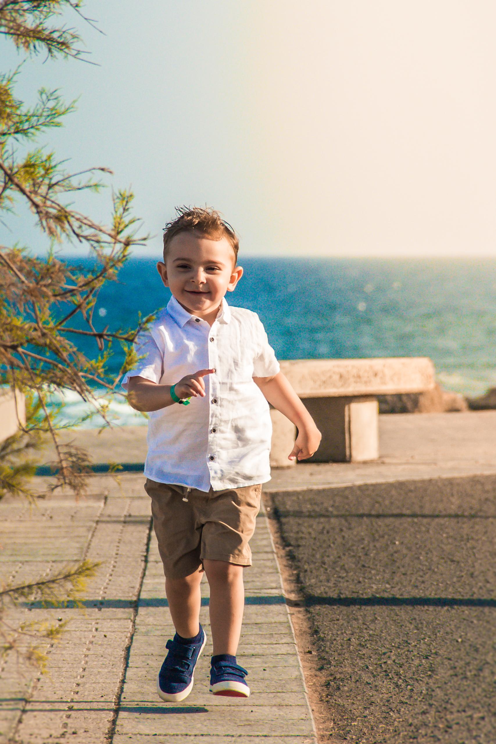 Family photographer in Fuerteventura & Lanzarote. Fotografo de familias en Fuerteventura & Lanzarote.